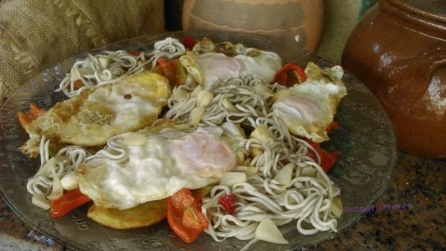 Como Cocinar Angulas | Huevos Fritos Con Patatas Y Gulas Comamos Juntos